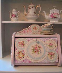 Lavender Hill Studio: Is it Bigger Than a Bread Box?