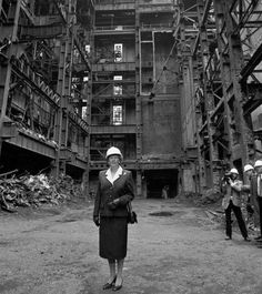 Margaret Thatcher stands in the shell of Battersea Power Station in 1988 Battersea Power Station, Art Deco Stil, London History, Margaret Thatcher, New London, London Photos, Modern History, Factories, Battleship
