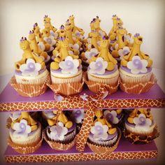 Giraffe cupcakes by paulacakedesign.com