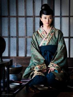 Hanfu - Chinese traditional dress from Tang Dynasty Tang Dynasty was the elegance and feminity era in Chinese history.