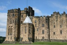 Alnwick Castle, Northumberland, England http://www.vacationhomes.net/blog/2012/11/12/harry-potter-locations-to-visit/