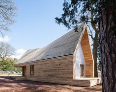 nowoczesna-STODOLA-Wolfson-Tree-Management-Centre-Mess-Building-Invisible-Studio-18