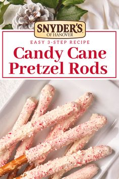 Its time to crunch into the holiday spirit with these fun easy and tasty White Chocolate Peppermint Pretzel Rods! New Year's Desserts, Holiday Cookies, Holiday Baking, Christmas Desserts, Christmas Baking, Holiday Treats, Holiday Recipes, Christmas Recipes, Christmas Ideas