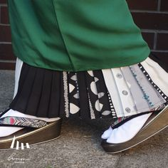 Erratic〈エラティック〉 | homsue Traditional Japanese Kimono, Japanese Outfits, Yukata, Kimono Fashion, Skirt Outfits, Urban Fashion, Cheer Skirts, Classic, Casual