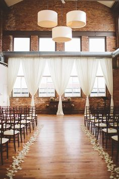 Chic-Urban-Chicago-Wedding-at-City-View-Loft (10 of 39)