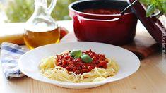 Spaghetti alla Bolognese nu sunt doar niște paste, ci sunt îmbinarea perfectă a gusturilor și aromelor bucătăriei mediteraneene.