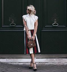 ¡Buenos días! #tendencias #moda para nosotras… lacasitademartina.com 👠👗👜 #streetstyle  #fashionblogger #fashion #trends #blogger #mom #mum #coolmom #lacasitademartina #lcmMum #fashionmom #fashionmum Pic ©Happilygrey
