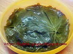 Ντολμαδάκια γιαλαντζί με αμπελόφυλλα Cabbage, Vegetables, Blog, Cabbages, Vegetable Recipes, Blogging, Brussels Sprouts, Veggies, Sprouts
