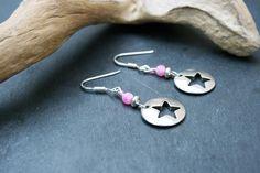 Boucles d'oreilles étoiles argentées et roses, agate et argent 925 : Boucles d'oreille par marathi-bijoux