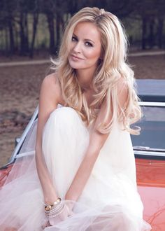 The Gorgeous Emily Maynard. Great look for a laid back wedding.
