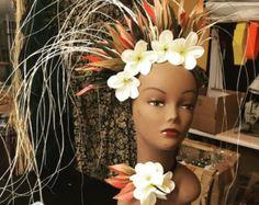 Etsy の ORI OTEA side headpiece by hulamelani