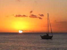Vaak en veel op vakantie. Naar plekken en momenten die niet voor niks een cliché zijn geworden. Dat is omdat ze gewoon heel mooi zijn. Dit bijvoorbeeld is in een baai in St.Lucia, Caribisch gebied...