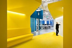 Microsoft Vancouver HQ Office, Canada. Throughout the office, pops of colour – including spring green, magenta and lemon yellow – were used to accentuate collaboration spaces and social gathering areas.  The space is fitted with contemporary decor, along with ample whiteboards for sketching ideas.