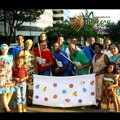 Hoy estuvimos tocando y bailando #LaHamaca, #tradición popular del barrio #SanMillán #Carabobo #Venezuela, en la #PlazaFrancia de #Altamira ¡Somos COMACU de Venezuela! #Cultura #Carnaval #Carnaval2015 #CarnavalChacao2015 #CulturaChacao