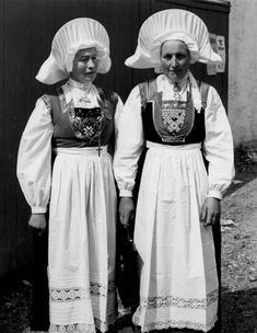 Kvinnedrakt, Kone- og småjentedrakt - Norsk Folkemuseum / DigitaltMuseum People Of The World, Folklore, Scandinavian, Victorian, Costumes, Pictures, Dresses, Fashion, Outfits