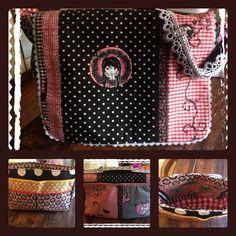 Diese zauberhaft, detaillierte Tasche stammt von Caroline