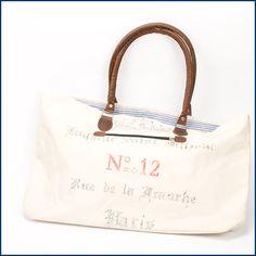 Unsere schöne #Tasche SAINT JULIENNE ist besonders hübsch jetzt im Sommer. Diese und viele andere schönen Taschen sind erhältlich im #Feingefuehlshop. http://feingefühl-shop.de/taschen/578/tasche-saint-julienne?c=9