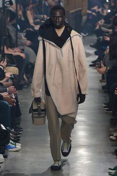 See all the Collection photos from Lanvin Autumn/Winter 2018 Menswear now on British Vogue Vogue Fashion, Fashion Show, Fashion Design, Fashion Ideas, Fashion Trends, Fashion 2018, Fashion Styles, Runway Fashion, Style Fashion