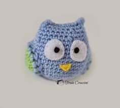 Froda Creazioni: Tutorial - Amigurumi - Gufo - Un regalo portafortuna per il Natale che si avvicina - Owl - Amigurumi - Pattern - A good luck gift for Christmas approaching Knit Crochet, Crochet Hats, Dou Dou, Owl Patterns, Amigurumi Toys, Wedding Favors, Knitting, Handmade, Animals