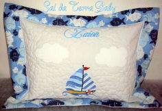 Capa de travesseiro baby personalizada. Encomendas pela fan page www.saldaterrapatchwork.blogspot.com Fan Page Sal da Terra Patchwork Renata Deichsel www.renata.deichsel@gmail.com