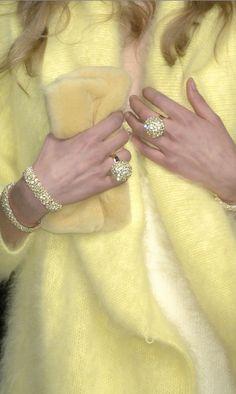 Canary Yellow #pastel / Giallo canarino #pastello - (Blumarine)
