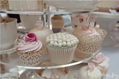 lace wrapped vintage cupcakes