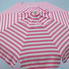 love this vintage inspired beach umbrella!