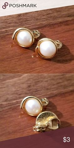 Monet earrings clip on Nice earrings. Monet brand. Jewelry Earrings