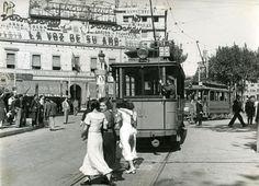 Vaga general de l'octubre del 1934 (II) Els tramvies van deixar de funcionar durant la vaga general contra la constitució del Govern republicà de Lerroux. © Arxiu Fotogràfic de Barcelona. Pérez de Rozas