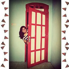La-Conchita: Red Telephone Box Door Tutorial