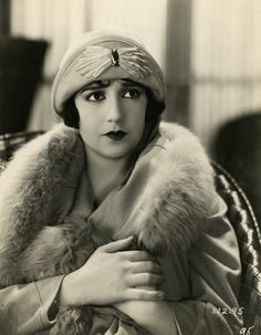 Still from the 1925 silent film Wild Wild Susan starring Bebe Daniels. Flapper Era, Flapper Style, Flapper Fashion, 30s Fashion, Silent Film Stars, Movie Stars, Vintage Hollywood, Classic Hollywood, Hollywood Icons