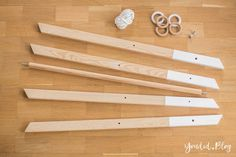 Diy Baby Gym, Play Gym, Diy Holz, Diy Presents, Montessori Toys, Infant Activities, Baby Activity Toys, Baby Play, Wood Toys