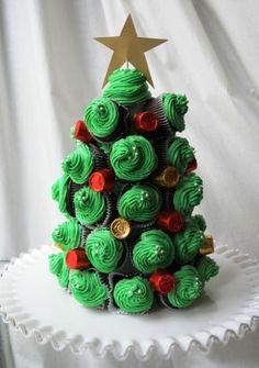 Esta árvore de Natal de cupcake encantará crianças e adultos na noite de Natal (Foto: Divulgação)