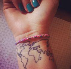 ❤️  #worldmap #world #aroundtheworld #tattoo #travel #nails #hand #map #inlove
