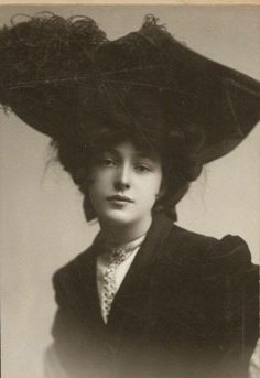 Evelyn Nesbit. Giant hat. Ragtime musical. All for the win.