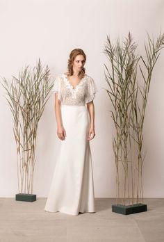 Rochie de mireasă sirenă simplă cu dantelă și decolteu în V Bridesmaid Dresses, Wedding Dresses, White Dress, Couture, Modern, Collection, Fashion, Bridesmade Dresses, Bride Dresses