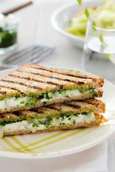 Croque au chèvre et pesto / Grilled sandwich goats cheese and pesto / #sandwich #goatscheese #pesto