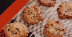 ホットケーキミックスを使ってお手軽に、しかもスプーンですくって並べるドロップクッキータイプなので型抜き要らず。今回はチョコチップたっぷりに。 おやつに焼き立てを出したところ、あっという間になくなっちゃいました♪