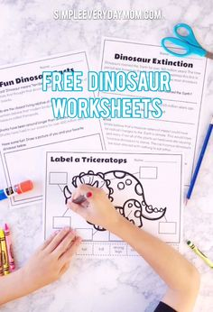 Free Dinosaur Printables For Preschool Dinosaurs Preschool, Dinosaur Activities, Toddler Learning Activities, Free Preschool, Preschool Lessons, Fun Learning, Teaching Kids, Teaching Geography, Dinosaur Crafts