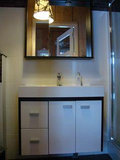 Badkamer Tuinhuis Bed And Breakfast, Vanity, Mirror, Bathroom, Furniture, Home Decor, Breakfast In Bed, Dressing Tables, Washroom