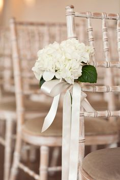 End of aisle flowers - might be best to change the green leaves to grey to match everything else?