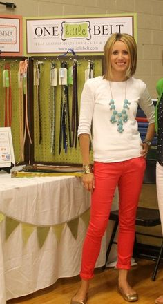 love the coral pants, and turquoise chunky necklace :) Casual Outfits, Cute Outfits, Fashion Outfits, Womens Fashion, Fashion Scarves, Casual Jeans, Work Outfits, Red Pants Outfit, Capri Pants Outfits
