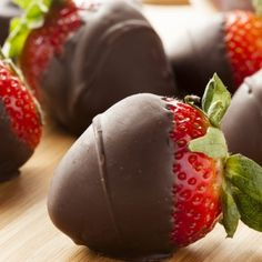 Accueil - Mouvement J'aime les fruits et légumes Strawberry Dip, Strawberry Recipes, Strawberry Shortcake, Chocolate Covered Oreos, Chocolate Covered Strawberries, Melting Chocolate, Fine Wine And Spirits, Cheese Pairings, Cheese Appetizers