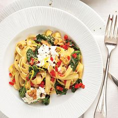 Ready in less than 20 minutes, Ricotta-Spinach Pasta is the perfect solution for a quick and easy weeknight meal.