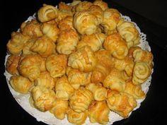Puha sajtos kifli Salty Snacks, Canapes, Shrimp, Bacon, Bakery, Muffin, Food And Drink, Potatoes, Meat
