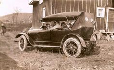 Photograph was taken in 1922 at Achigan Farm at mile 42 on the ACR railway between Sault-Ste-Marie and Hearst Ontario Canada. Vintage Antiques, Antique Cars, Sault Ste Marie, Travel English, Suv Trucks, Old Trains, Vintage Games, Small Cars, Grand Tour