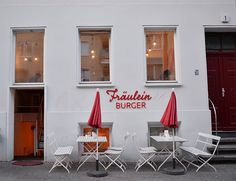 fraülein burgers berlin Koppenplatz 1 à Mitte Berlin, I Want To Travel, Places To Go, Site Web, Burgers, Outdoor Decor, Book, Life, Home Decor