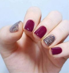 50 Fall Nail Art ideas and Autumn Color Combos to try on this season - Hike n Dip Make the most of this fall season by indulging in some fall nail art ideas. Here are the best Autumn Nails for 2019 perfect for Halloween and Thanksgiving. Simple Fall Nails, Fall Gel Nails, Short Gel Nails, Glitter Gel Nails, Gelish Nails, Fall Nail Art, My Nails, Autumn Nails, Acrylic Nails
