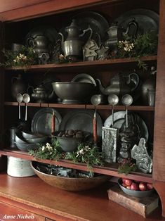 Remarkable Tips For An Incredible Shabby Chic Christmas Improving your home can be done for a number of reasons. Primitive Antiques, Primitive Decor, Country Primitive, Prim Decor, Country Decor, Shabby Chic Christmas Decorations, Botanical Interior, Before And After Diy, Antique Pewter