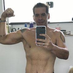 Leandro Hassum faz selfie sem camisa e causa rebuliço entre os fãs #Ator, #Beleza, #Cirurgia, #Comediante, #Críticas, #Ego, #Foto, #Gente, #Globo, #Hassum, #Humorista, #Instagram, #Leandro, #LeandroHassum, #M, #Mundo, #Noticias, #Nova, #Novo, #Praia, #QUem, #Tv, #TVGlobo http://popzone.tv/2017/01/leandro-hassum-faz-selfie-sem-camisa-e-causa-rebulico-entre-os-fas.html
